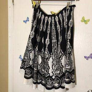 Anne Carson Black&White w/sequin detail skirt
